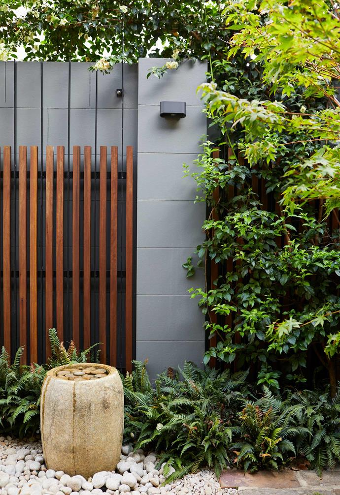 """**Key features** The inside of the boundary wall was previously rendered, with grooves added to make it resemble tiling. Landscape designer Katy Svalbe and architect Genevieve Murray repainted it [Resene](https://m.resene.com.au/