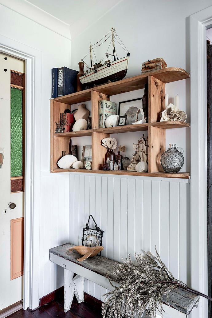 The home is decorated with objects and shells found on the beaches or bought second-hand.
