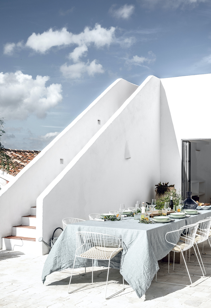 The outdoor dining area, which connects to an alfresco kitchen, is the perfect place to soak up a little vitamin D while enjoying delicious Mediterranean cuisine. The table is a commissioned piece from Atelier du Pont and the gorgeous Bolonia chairs are from iSiMAR. The tableware is from Serax.