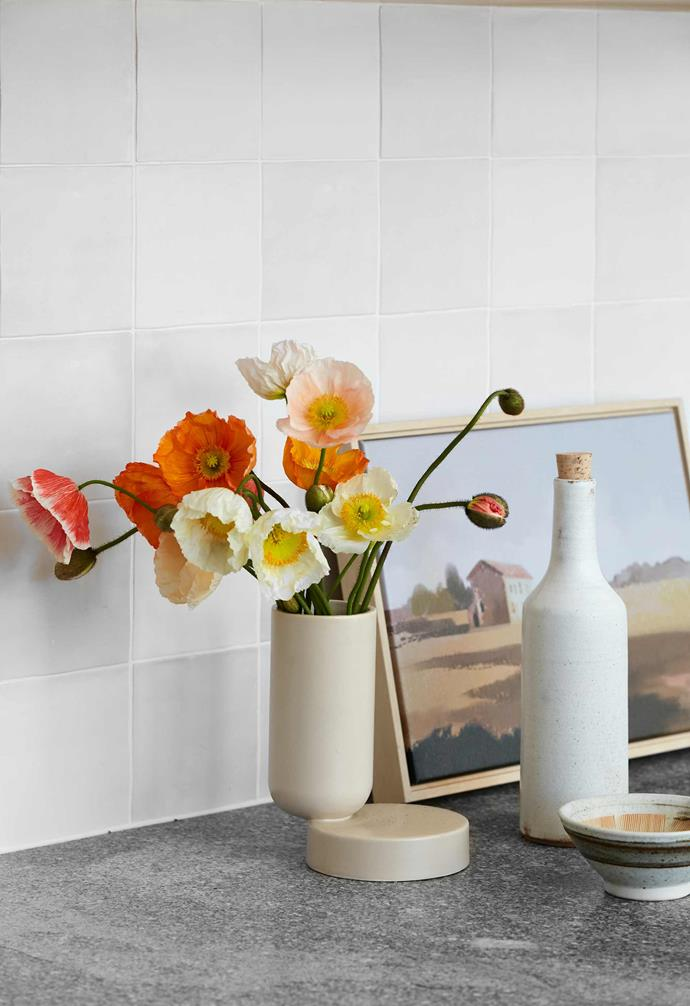 """**Details** An artwork by Rachel Stevens from [Palette by Jono Fleming](https://palettebyjonofleming.com/ target=""""_blank"""" rel=""""nofollow"""") helps to create stylish vignettes in the kitchen area."""