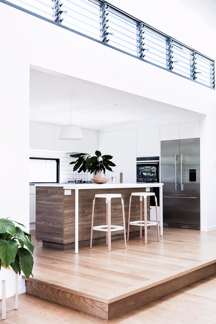"A generous stainless steel [french door fridge](https://www.homestolove.com.au/buyers-guide-to-family-fridges-15685|target=""_blank"") makes a functional and stylish statement in the heart of this contemporary home."