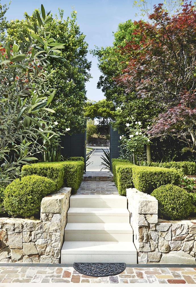 **Entryway** Neatly trimmed hedges complement the stone steps in the garden.