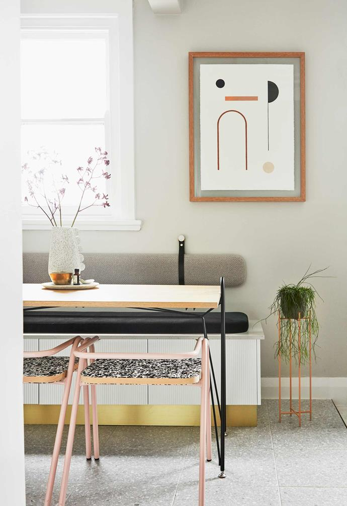 "**Low flow** There's plenty of interest without chaos in this dining area at [interior architect Sophie Bower's place in Sydney](https://www.homestolove.com.au/small-apartment-design-ideas-20593|target=""_blank""). The bench seat with deep storage is the hero, while the low-backed chairs and thin legs and graphic elements keep the space open and uninterrupted."