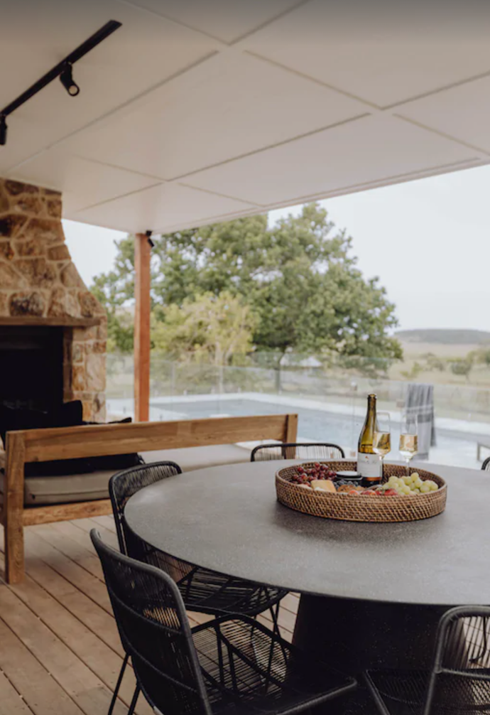 """**[Dunoon Farmhouse](https://www.stayz.com.au/holiday-rental/p9173221?adultsCount=6&arrival=2022-01-13&departure=2022-01-16&uni_id=8213082