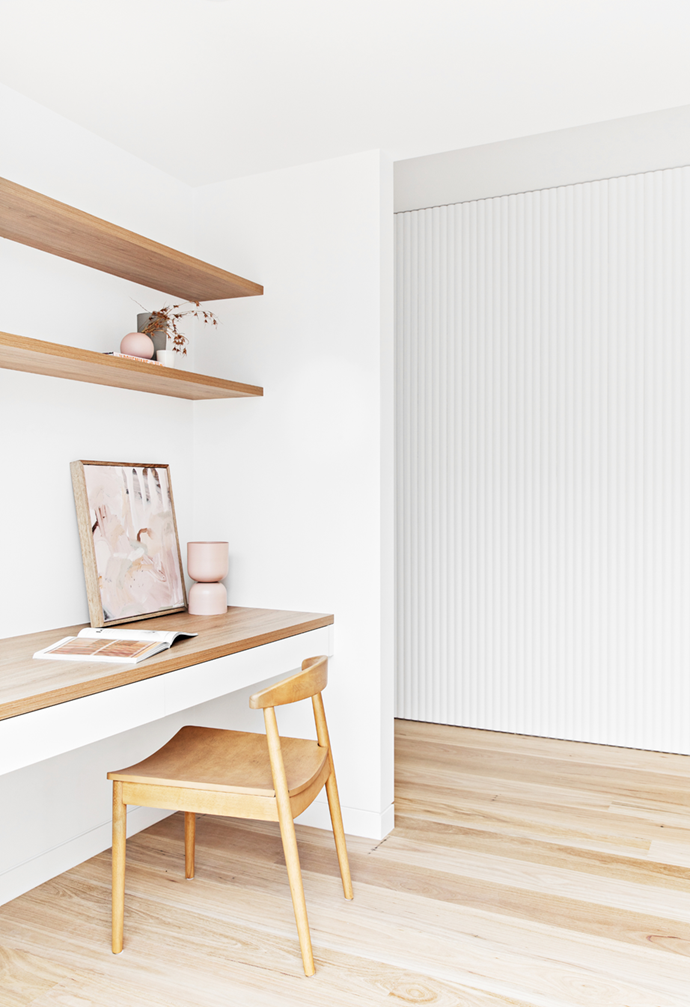 """Who says you need a spare room to create a home office? This [new-build Newcastle home](https://www.homestolove.com.au/coastal-new-build-newcastle-22209