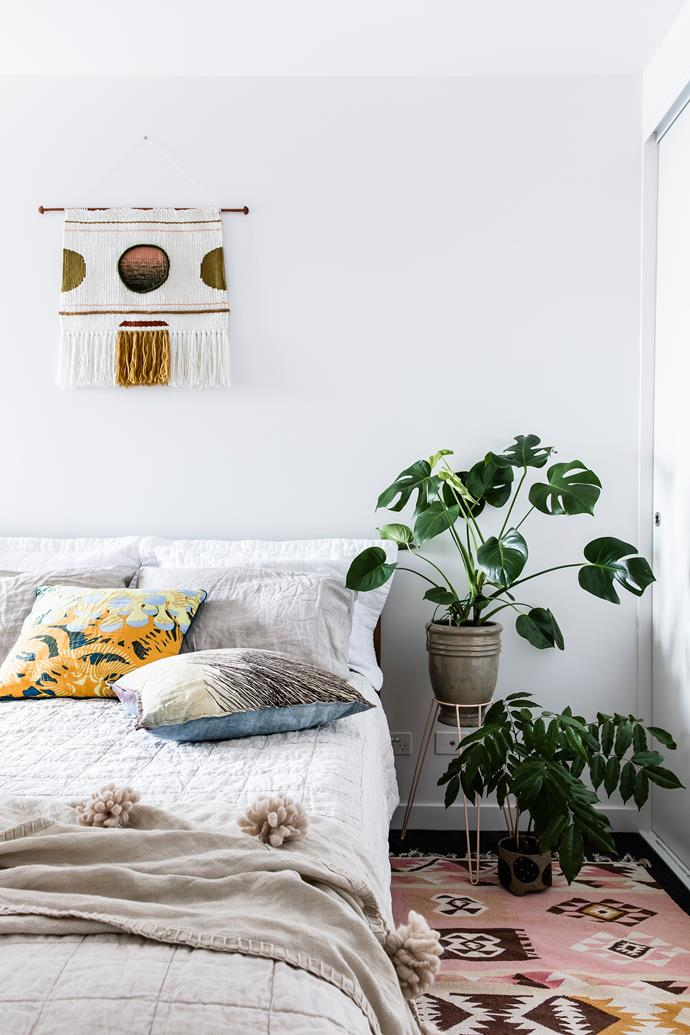 "Swiss cheese plant [(Monstera deliciosa)](https://www.homestolove.com.au/monstera-deliciosa-care-tips-6683|target=""_blank""), sitting on the stand in this [leafy Melbourne home](https://www.homestolove.com.au/the-best-indoor-plants-for-australian-homes-2003