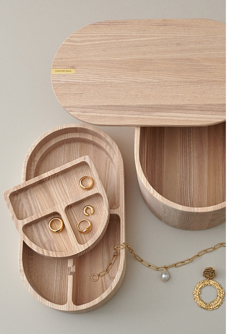 """Zoe Large Jewellery Box in Natural, $249, [Country Road](https://www.countryroad.com.au/zoe-large-jewellery-box-60255038-115