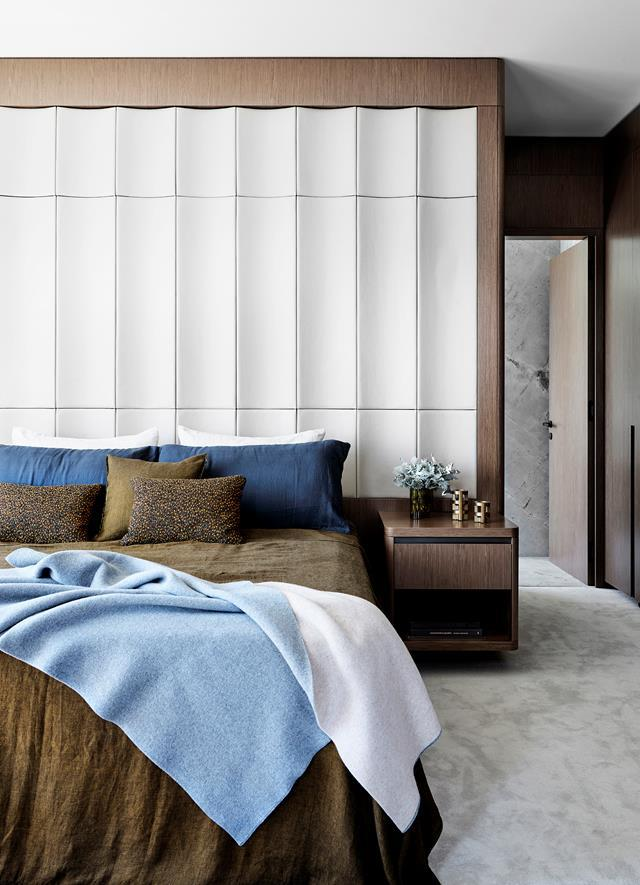 "A bedhead wall covered with leather from Pelle Leathers is paired with earthy tones in this truly sophisticated bedroom within a [penthouse apartment](https://www.homestolove.com.au/luxurious-apartment-sydney-harbour-22224|target=""_blank"") designed by Felicity King."