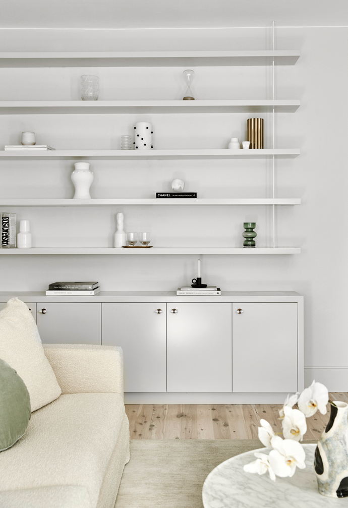 """The [living room](https://www.homestolove.com.au/living-room-essentials-3466 target=""""_blank"""") shelves showcase a mix of new and vintage items in this [airy apartment in Sydney's Eastern Suburbs](https://www.homestolove.com.au/airy-art-deco-apartment-sydney-22090 target=""""_blank"""")."""
