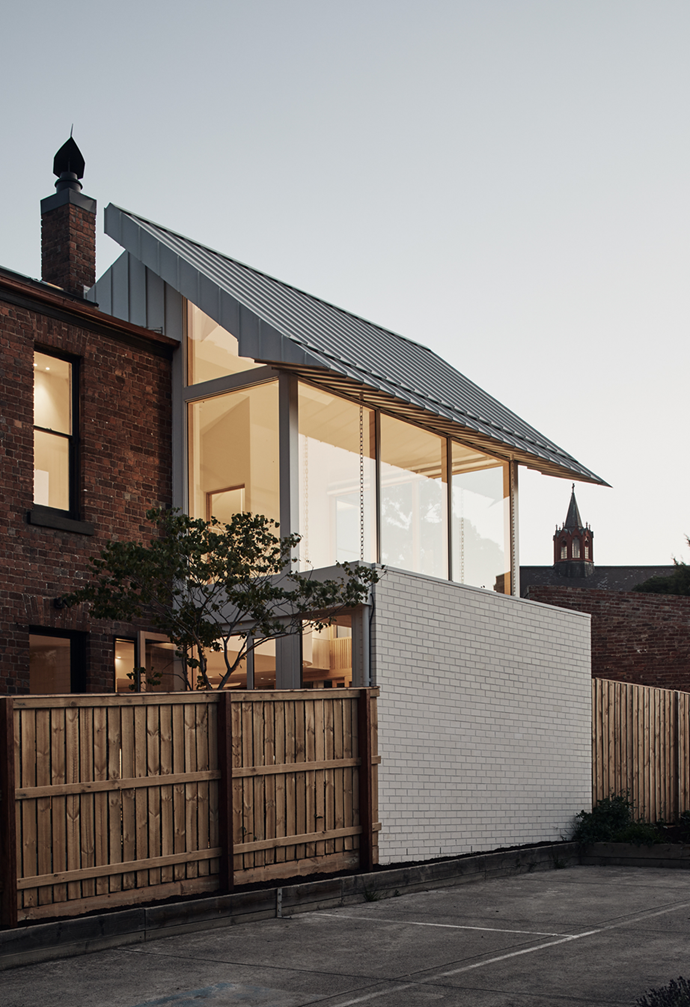 "This [Melbourne terrace](https://www.homestolove.com.au/modern-terrace-extension-melbourne-22221|target=""_blank"") received a new light-filled brick extension."