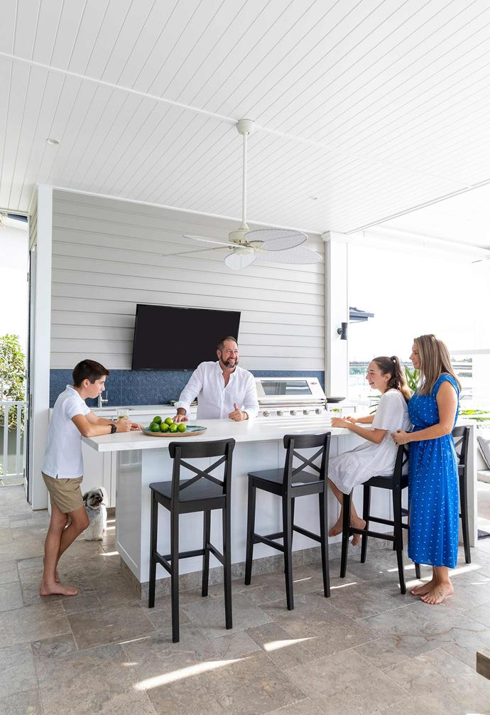 """Taking the outdoor kitchen to the next level, the outdoor entertaining area of this [waterfront home in the Gold Coast](https://www.homestolove.com.au/waterfront-home-gold-coast-21855