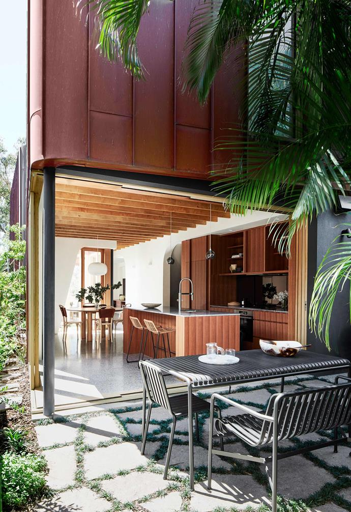 "**Exterior** [Fox Johnston](http://www.foxjohnston.com.au/|target=""_blank""