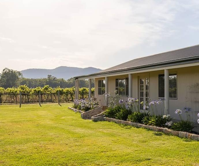 """<P>**Vineyard Cottage, Eurunderee**<p> <P>Wine lovers, look no further than the Vineyard Cottage at Eurunderee located just 10km from Mudgee's town centre. As one of Australia's great wine towns, Mudgee has plenty to offer for visitors and their furry family members with a dog-friendly café (Alby & Esthers) and a dog-friendly brewery (Mudgee Brewing Co.). We recommend taking your mate for a walk down to di Lusso Estate, a dog-friendly cellar door where you can taste a range of fine Italian wines.<p> <p>To book, visit **[Vineyard Cottage](https://www.booking.com/hotel/au/vineyard-cottage-by-your-innkeeper-mudgee-eurunderee.en-gb.html