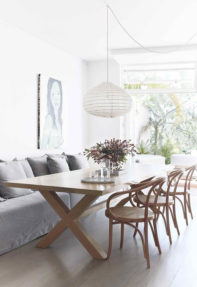 "The incredible [modern dining room](https://www.homestolove.com.au/best-dining-room-ideas-18556|target=""_blank"") in this [relaxed Bondi duplex](https://www.homestolove.com.au/duplex-home-renovation-19533