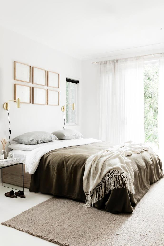 "Olive green tones and gold brass touches create a calm ambience in the main bedroom of this [designer's Byron Bay home](https://www.homestolove.com.au/a-byron-bay-home-filled-with-handcrafted-finds-19045|target=""_blank"")."
