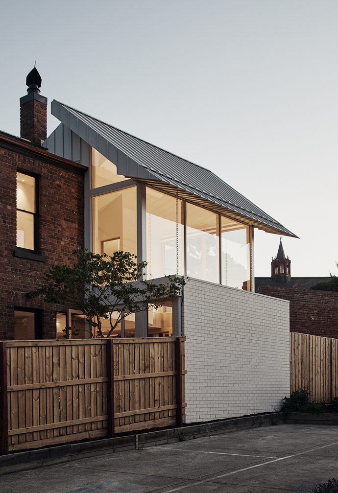 """The new light-filled extension of this [North Melbourne terrace](https://www.homestolove.com.au/modern-terrace-extension-melbourne-22221