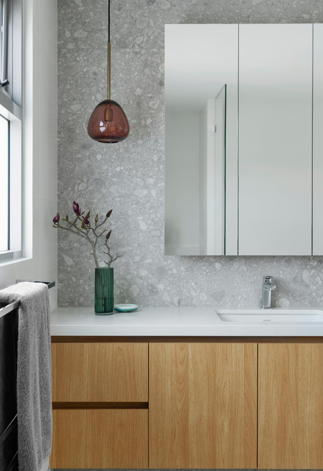 """Don't be afraid to inject colour and personality into the home, says Cherie. If you're not confident with colour, she recommends sticking to a palette inspired by nature. In this bathroom, a pink 'Piper' glass pendant from [Jardan](https://www.jardan.com.au/ target=""""_blank"""" rel=""""nofollow"""") adds interest."""