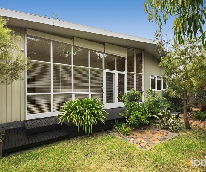 The mid-century modern home at 8 Bronte Court pictured in 2017. The home was sold to The Block producers by buyer's advocate Nicole Jacobs.