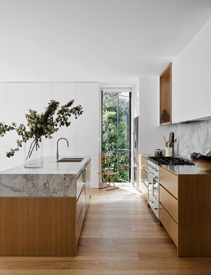"""This former red-brick residence has been made over into an [airy Mediterranean-inspired beauty](https://www.homestolove.com.au/1950s-home-mediterranean-style-makeover-22097
