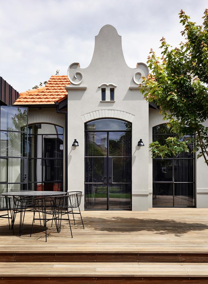 "Located in a heritage-listed streetscape, this [c.1909 home](https://www.homestolove.com.au/early-1900s-house-revamped-monochrome-palette-21872|target=""_blank"") combines a number of styles, including Edwardian, Federation, Queen Anne and Dutch Renaissance. The 1980s pavilion has been thoughtfully updated and steel-framed doors lead to a large, north-facing timber deck."