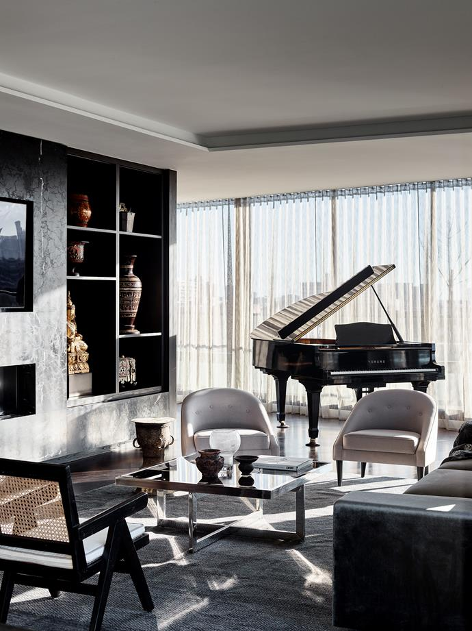 """The dark, dramatic palette of this [rooftop penthouse](https://www.homestolove.com.au/glamorous-penthouse-apartment-melbourne-22251