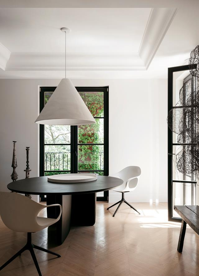 """A dramatic wall sculpture by Alison Coates sets the scene in the dining area of this [eclectic and sophisticated home](https://www.homestolove.com.au/eclectic-and-sophisticated-home-with-european-influences-22343