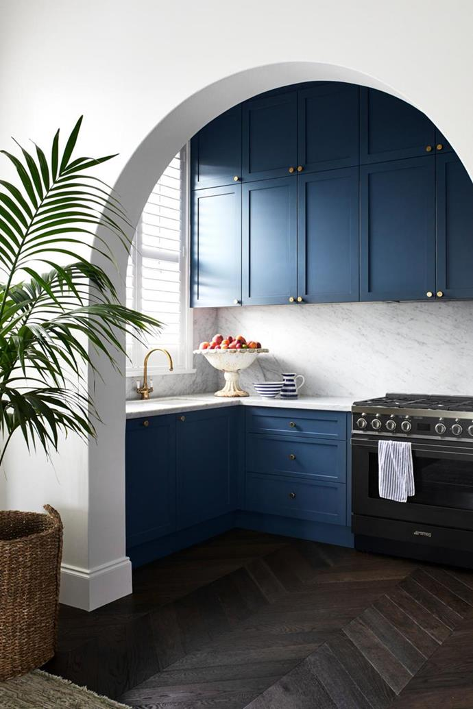 """The rich blue kitchen cabinetry by Nadin West Joinery reaches up to the ceiling and was finished in Porter's Paints 'Mariner' with brass hardware from Mother of Pearl & Sons in this elegant [harbourside apartment with Mediterranean-inspired interiors](https://www.homestolove.com.au/harbourside-apartment-with-mediterranean-inspired-interiors-21624