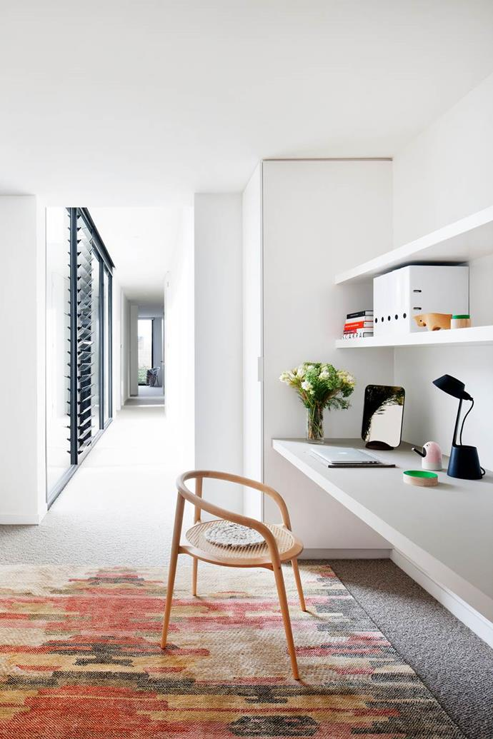 "Robson Rak Architects turned a portion of this corridor into a [stylish office space](https://www.homestolove.com.au/stylish-study-spaces-5563|target=""_blank"")."
