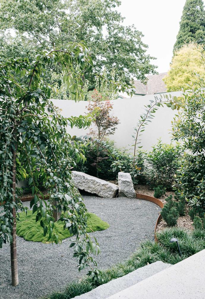 The combination of a neat gravel base with sweeping circular beds and soft, loose plantings lends a beautiful Zen-garden serenity to this Melbourne courtyard. The low, gentle plants and organic lines of the front courtyard sit in contrast with the strikingly angular lines of the home's contemporary architecture.