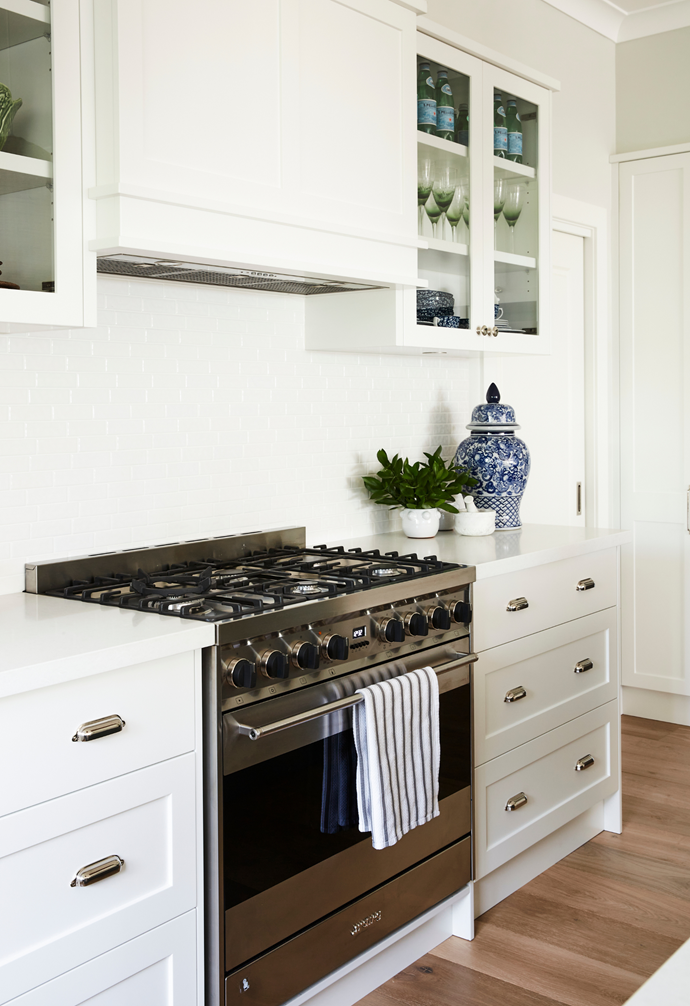 Cabinetry in Dulux Snowy Mountains Half is a fresh contrast to walls in the soft grey of Dulux Mount Buller.