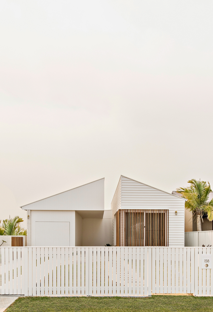 """After giving away the existing house for free, the owners of this [Newcastle property](https://www.homestolove.com.au/coastal-new-build-newcastle-22209