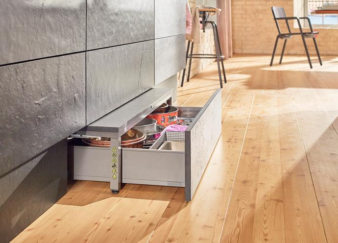 The Blum SPACE STEP complements this decidedly bright and modern kitchen design in more ways than one.