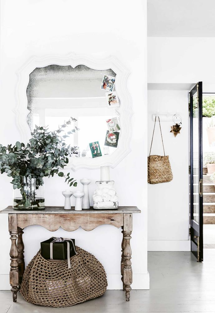 """A mirror in the entryway of this [sophisticated Mediterranean-inspired home](https://www.homestolove.com.au/mediterranean-style-all-white-home-16945 target=""""_blank"""") helps to amplify a sense of space and natural light."""