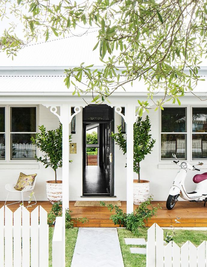 """The owners of this [all-white cottage](https://www.homestolove.com.au/all-white-cottage-with-glamorous-interior-21343