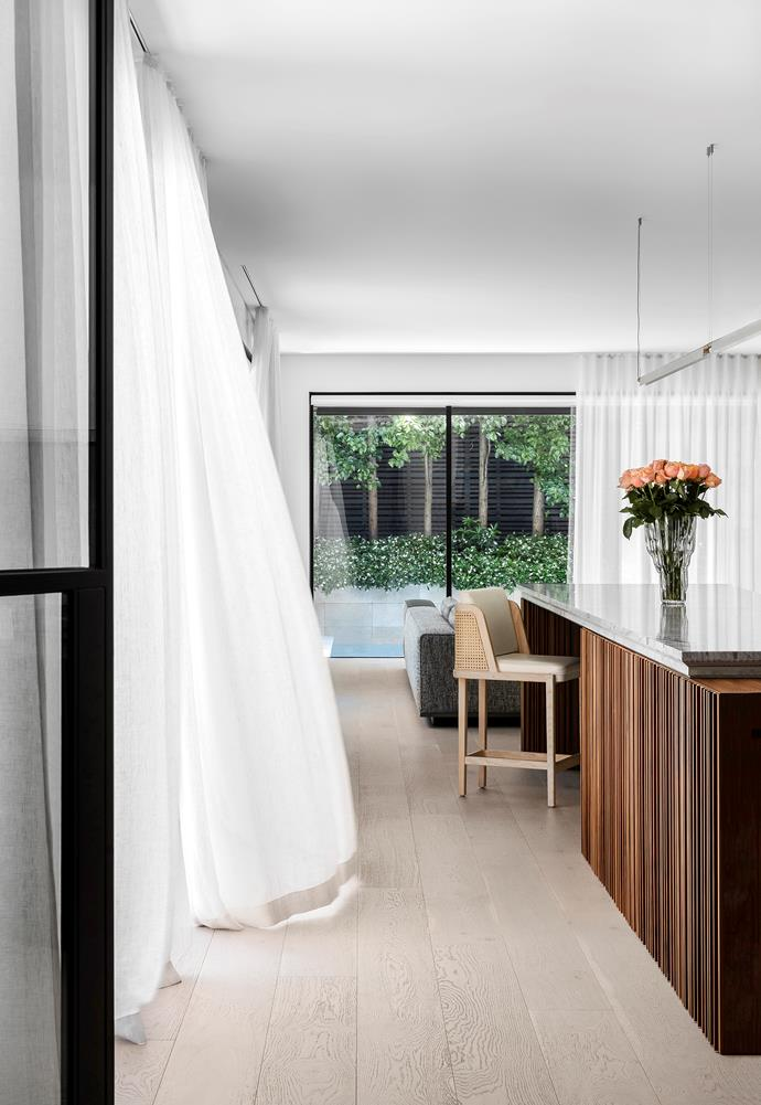 Steel-framed doors open to invite breezes into the kitchen.