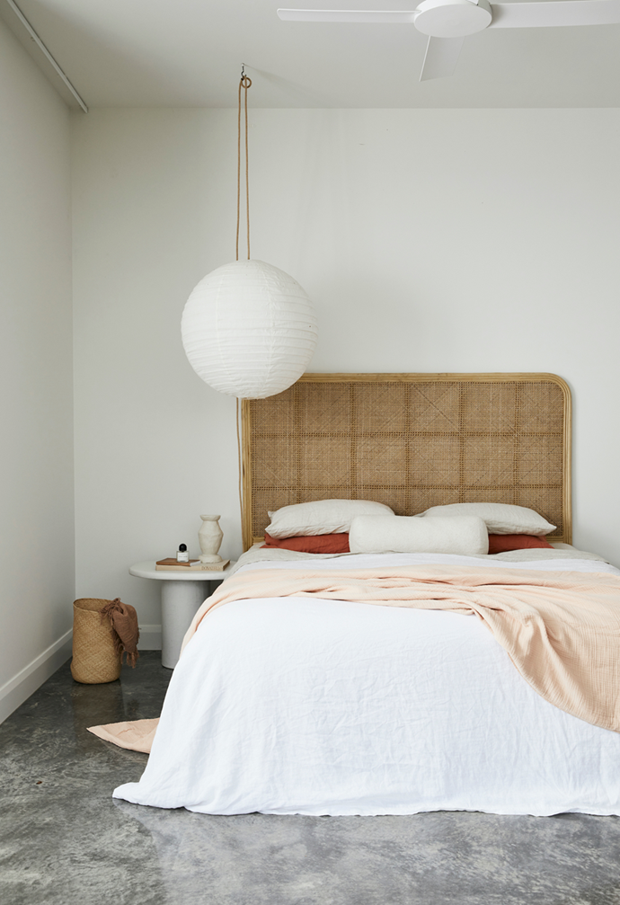 "Bringing together knitted blankets and textured quilts is a simple way to [cosy up your bedroom](http://www.homestolove.com.au/cosy-up-the-bedroom-this-winter-3329|target=""_blank"") this winter. Photographer: Lynden Foss 