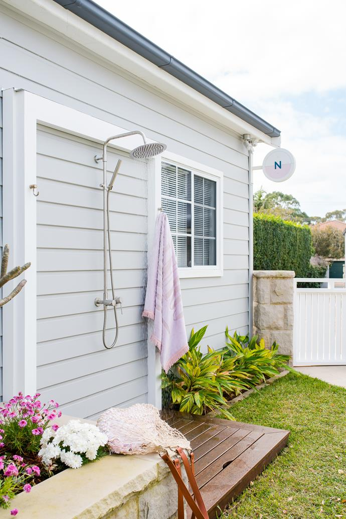 """A fitting finale for this seaside sanctuary? Reece's Milli Inox overhead rail [outdoor shower](https://www.homestolove.com.au/outdoor-shower-ideas-19532 target=""""_blank""""), for rinsing off sandy feet and bodies after a day at the beach."""