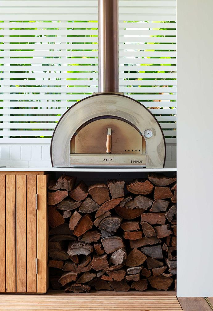 The sculptural pizza oven provides both a talking point and place to gather in this family area. Pizzas are on the menu most weekends, enjoyed in this sheltered, informal space.