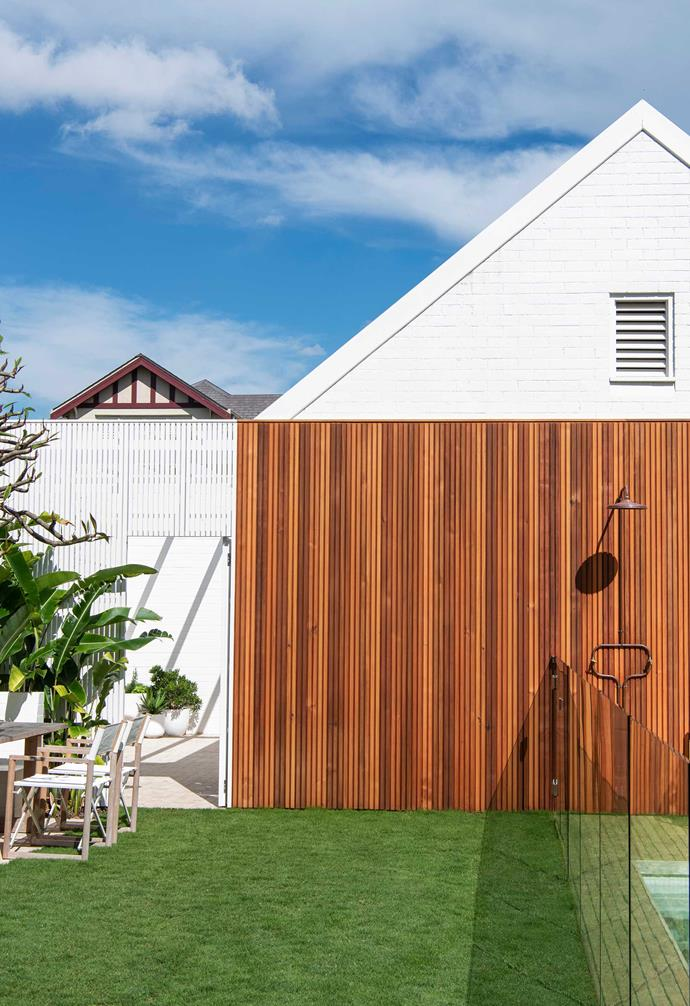 """Oiled-cedar and white-pine slats and brick walls painted [Dulux](https://www.dulux.com.au/