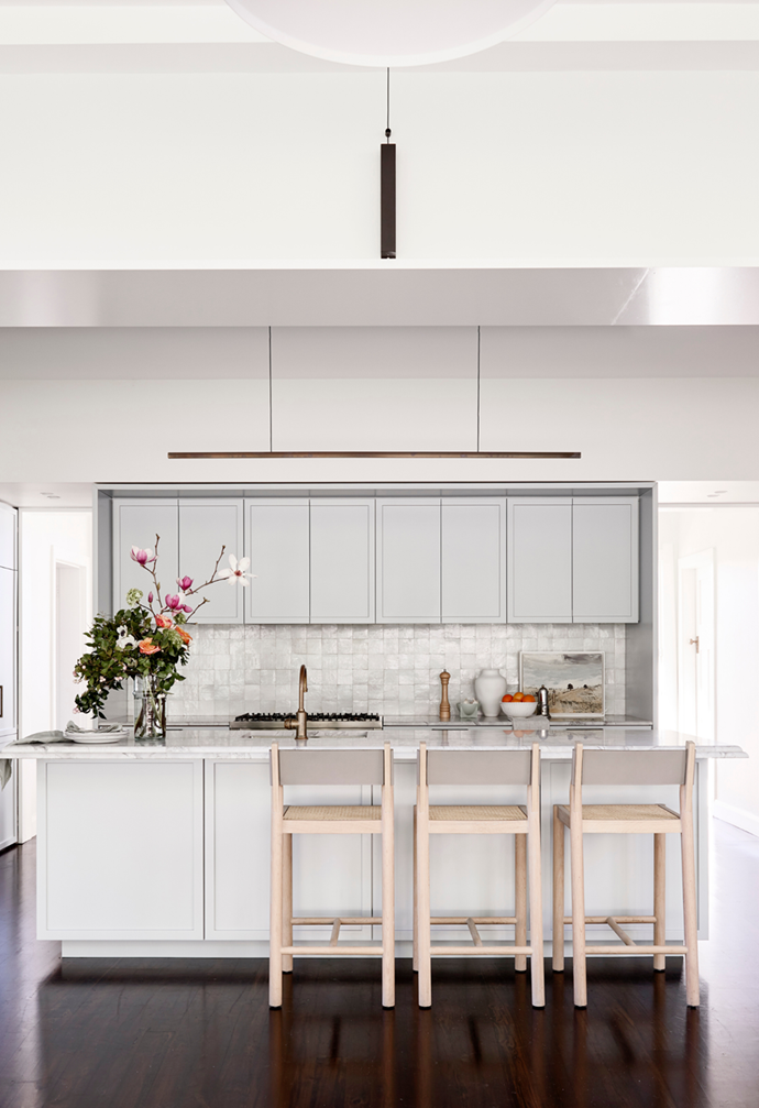 """With its fully integrated French-door fridge, freestanding oven and a 'secret' butler's pantry behind cupboard doors, this Hamptons-style kitchen in a [restored heritage Sydney home](https://www.homestolove.com.au/restored-heritage-home-sydney-21929
