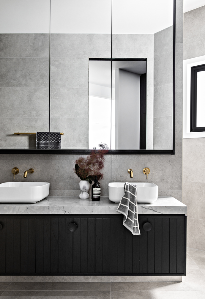 The black, grey and white theme extends to the main bathroom.