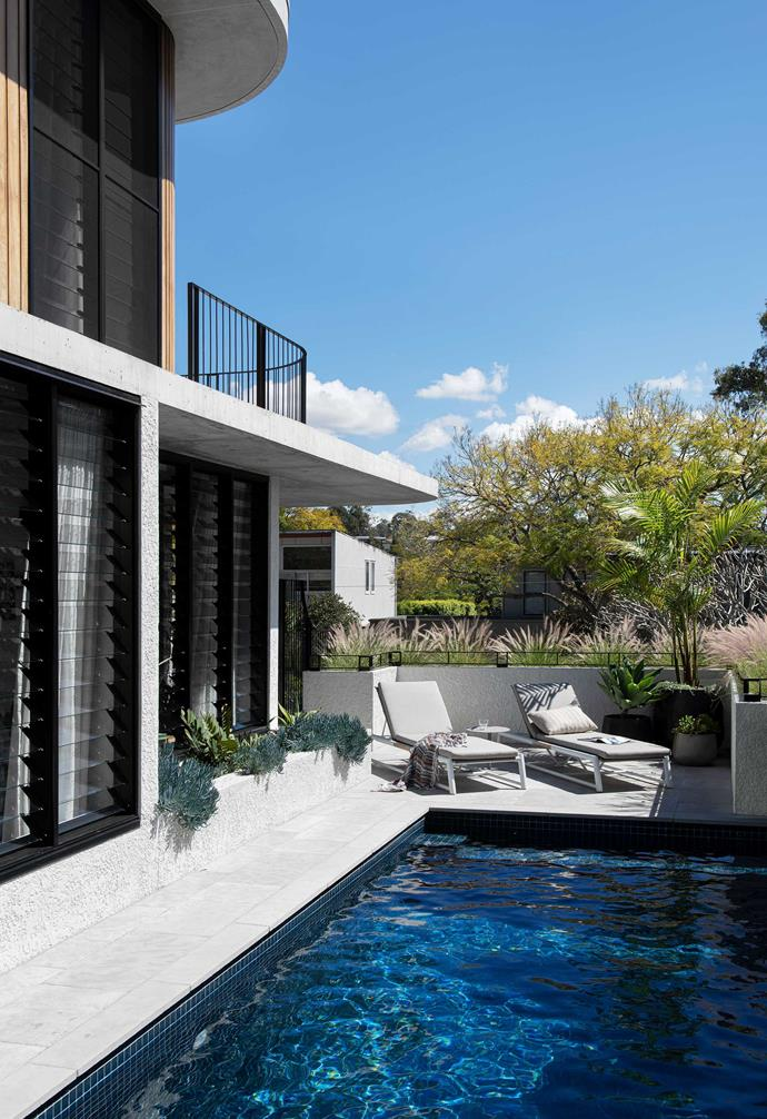 """**Pool** """"We used natural Garonne limestone from [Eco Outdoor](https://www.ecooutdoor.com.au/ target=""""_blank"""" rel=""""nofollow"""") in the outdoor spaces,"""" says owner Kirsty. """"It's a beautiful, warm tile."""" Antigua sun lounges, [GlobeWest](https://www.globewest.com.au/ target=""""_blank"""" rel=""""nofollow"""")."""