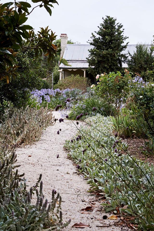 """This [cottage garden](https://www.homestolove.com.au/edna-walling-cottage-garden-20180