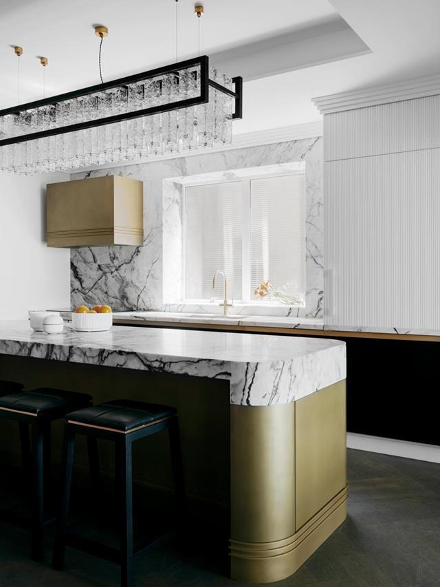 """While honouring this [1930s apartment's](https://www.homestolove.com.au/restored-1930s-apartment-21800 target=""""_blank"""") past, Brendan Wong and project designer Georgia Hawkins have given its art deco echoes a modern edge. Curved cruise-ship lines inform details such as the rounded corners of the kitchen island."""