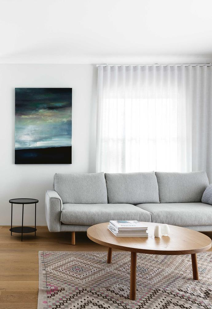 """**Open-plan living** Furniture that sits off the floor, such as the [Jardan](https://www.jardan.com.au/ target=""""_blank"""" rel=""""nofollow"""") 'Nook' sofa, keeps it feeling spacious. Beneath the coffee table by Chris Colwell lies a Loom Rugs kilim rug from [Koskela](https://koskela.com.au/ target=""""_blank"""" rel=""""nofollow""""). The curtains are by Homelife Furnishings. In the dining nook, a Northern Lighting 'Acorn' pendant light hangs above an Orson & Blake dining table with a custom-made bench seat by Joseph McCombie and Thonet chairs."""