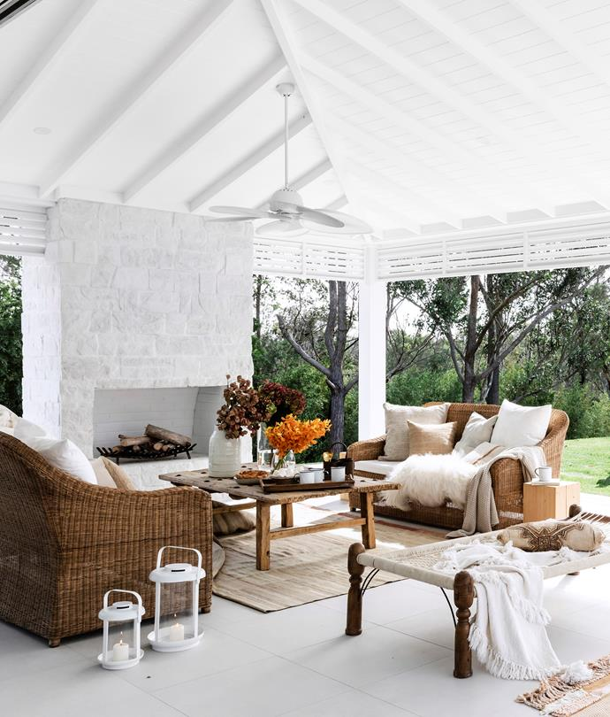 """With its high raked ceiling, huge fireplace, Bahamas-style pergola, fan and ample comfy seating, this is a luxurious and cosy spot to hang out in [Three Birds' Bonnie Hindmarsh's modern-coastal home](https://www.homestolove.com.au/three-birds-bonnie-hindmarshs-modern-coastal-home-6802 target=""""_blank"""")."""