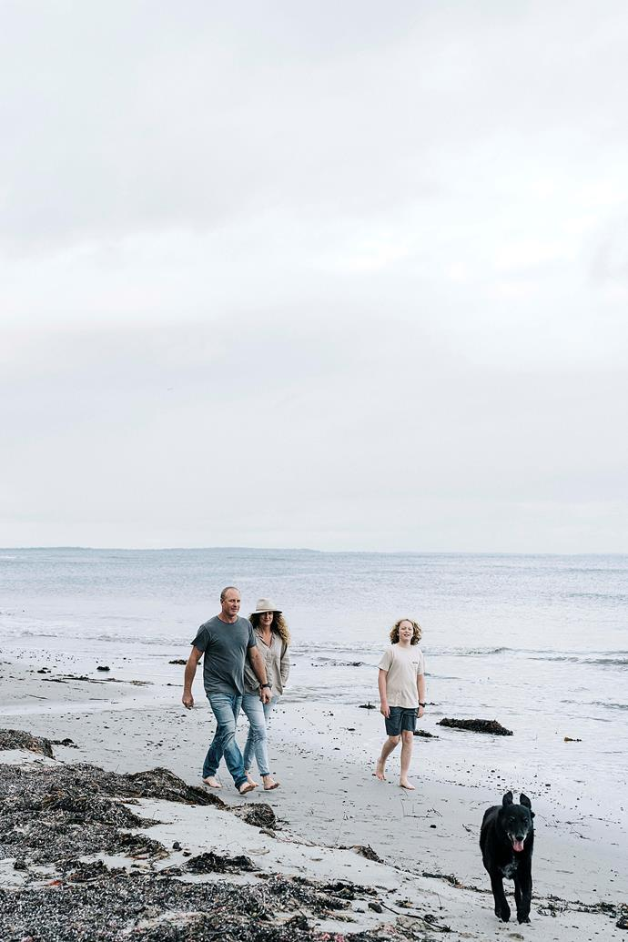 On beachside strolls, Bec collects driftwood and seaweed to create her own home decor.
