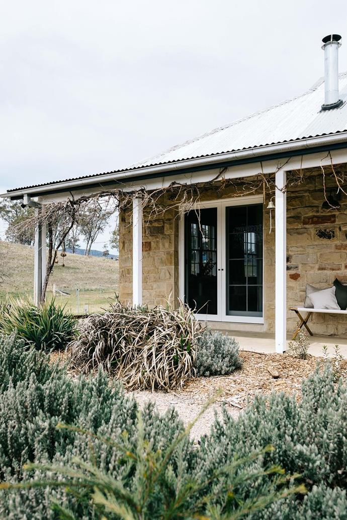"""Curiosity led Channel Seven Sunrise presenter Edwina Bartholomew and Neil Varcoe to a qaint sandstone cottage at a farm in Capertee Valley, NSW. They've since transformed it into an [idyllic holiday home](https://www.homestolove.com.au/farm-cottage-blue-mountains-19902