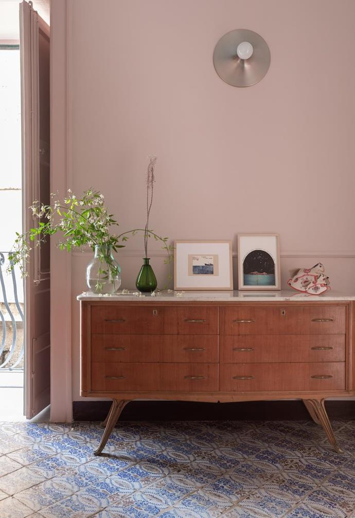 """Style tip: When it comes to furnishing historical homes, having furniture custom designed to suit your space and style can be the key to effortless unification of both the old and new elements, like the exquisite sideboard display in this [antique apartment](https://www.homestolove.com.au/heritage-apartment-italy-22498