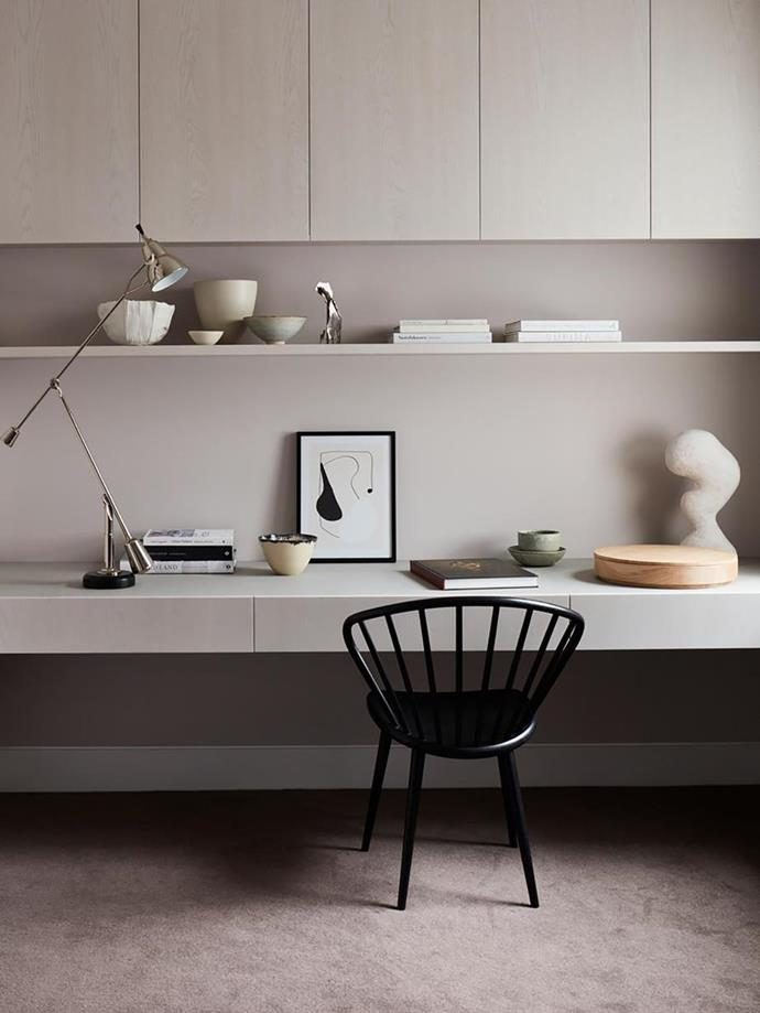 """The home office in this [low-maintenance yet stylish townhouse](https://www.homestolove.com.au/low-maintenance-stylish-townhouse-sydney-21890